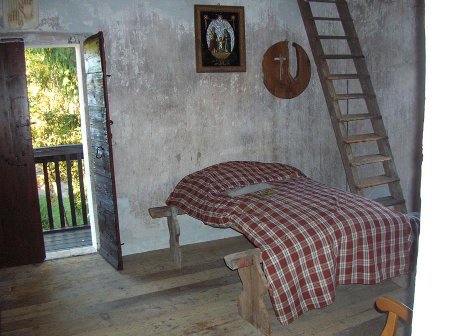 Letto con assi di legno idee creative e innovative sulla for Design moderno casa di legno