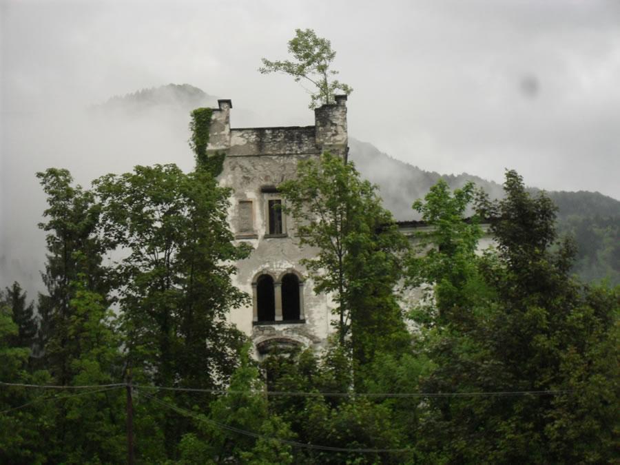 Arta Terme: i vincoli ne frenano la vendita, l'albergo Rossi in degrado problema per il Comune